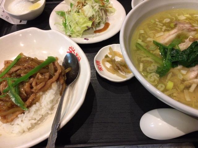 油っぽい食事の写真